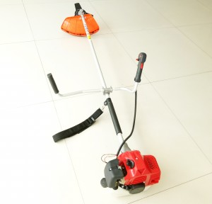Side hang straps petrol engine brush cutter TB520